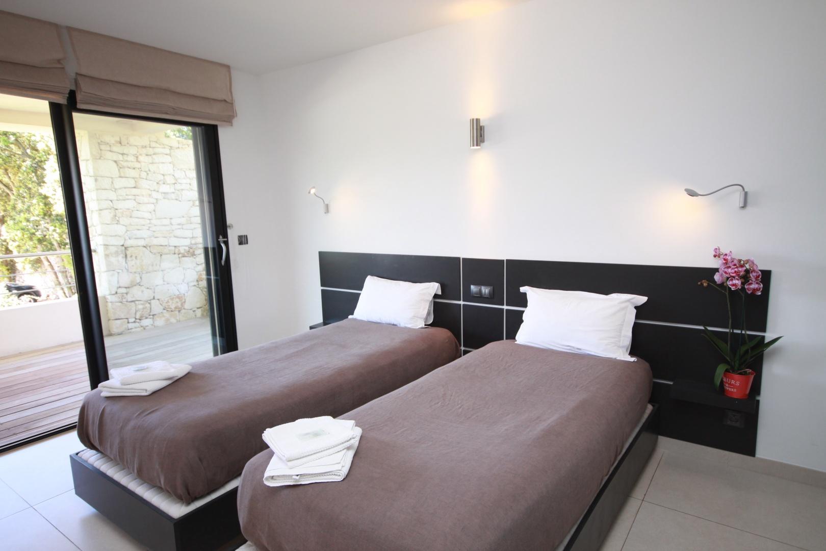 nature design bonifacio corse suite parentale. Black Bedroom Furniture Sets. Home Design Ideas